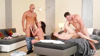 Актрисы смотреть ролики свингеры порно